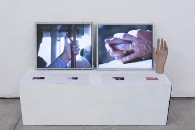 Matilde Sambo   Quando le mani furono liberate / 2018 / Installazione con due monitor, un lettore di mani, un riflessologo